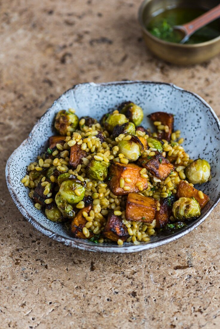 A winter green salad with roasted unripe spelt grains and vegetables