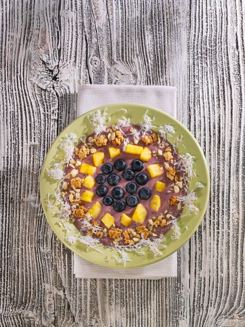 A banana and acai berry smoothie bowl