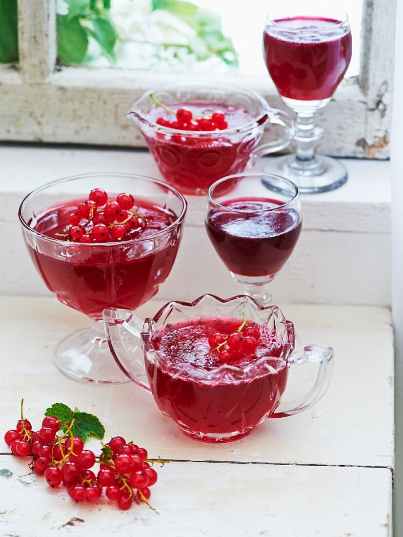 Red currant jam in glass bowls