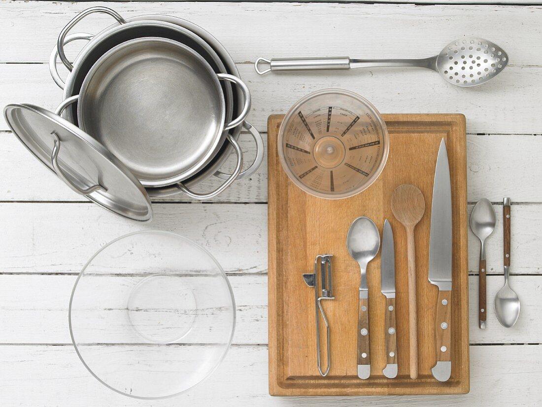 Küchengeräte für die Zubereitung einer Hamburger Aalsuppe