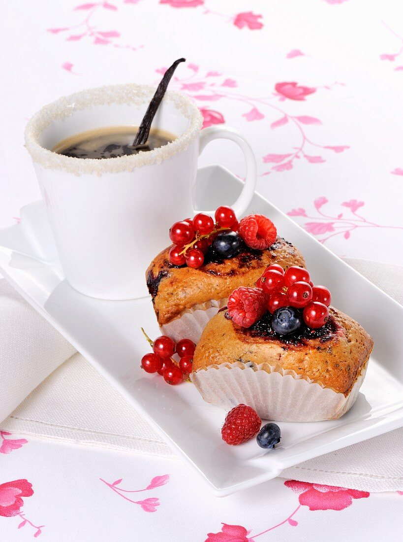 Small berry cakes and coffee