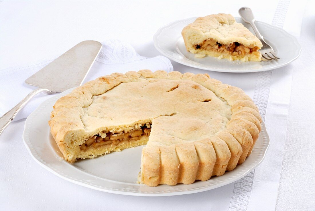 Torta di noci (Italian walnut cake)