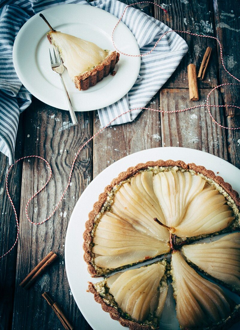 A pear tart with pistachio filling and cinnamon (seen from above)