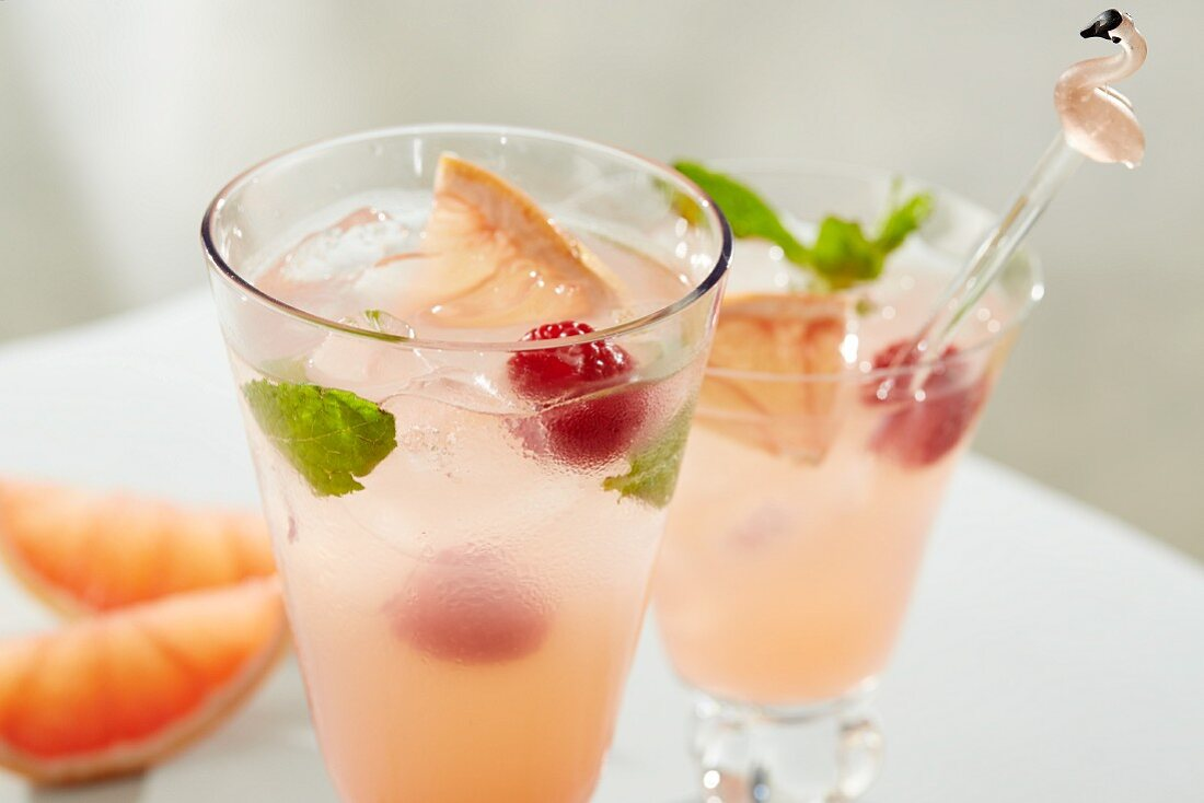 Paloma cocktails with grapefruit, raspberries, mint and ice