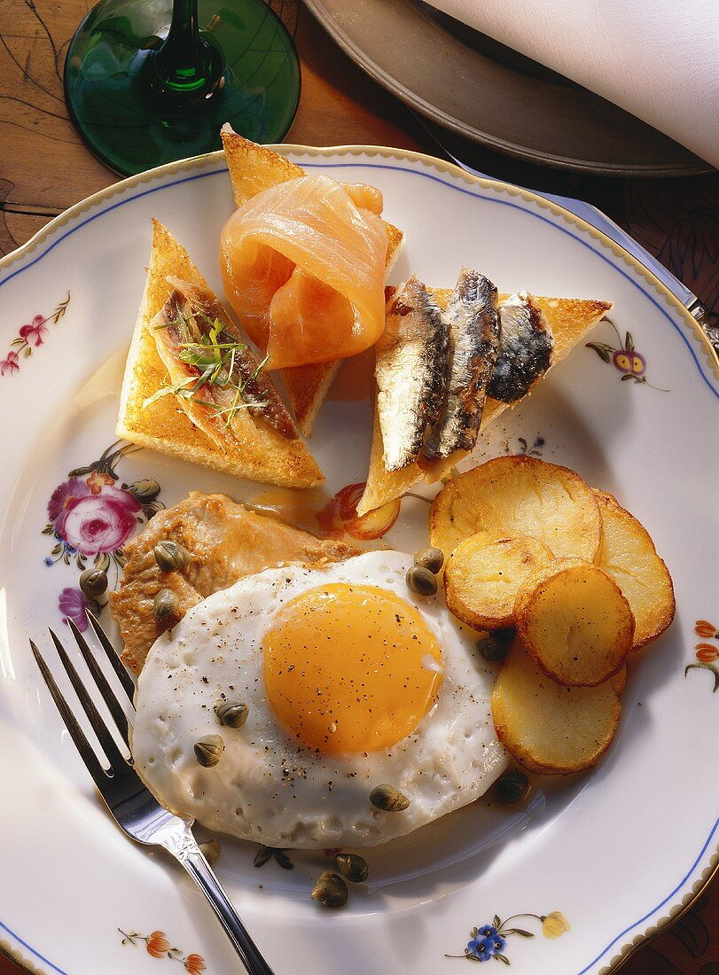 Veal steak with fried egg and potatoes
