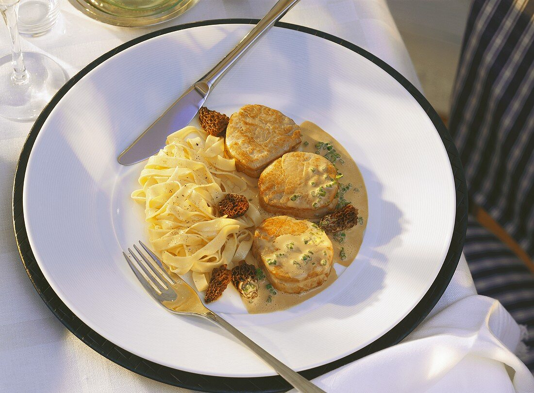 Veal medallions in mushroom cream with ribbon pasta