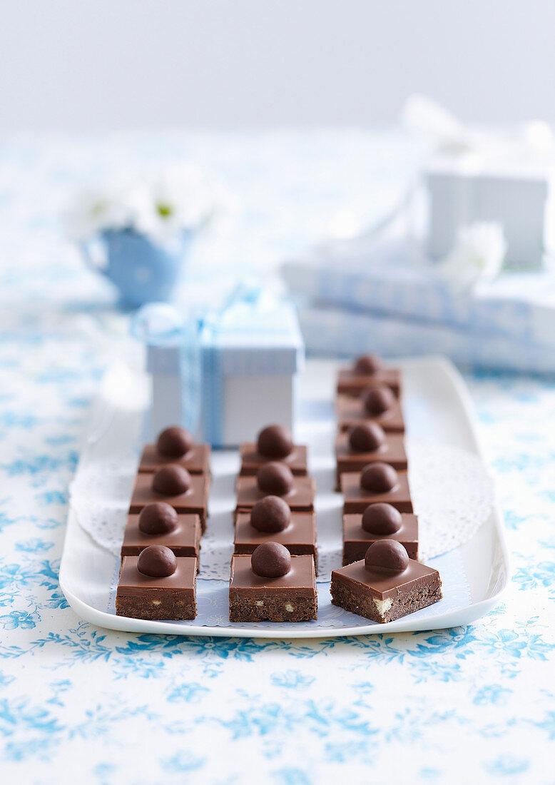 Schokoladenwürfel mit Schoko-Malz-Bonbons