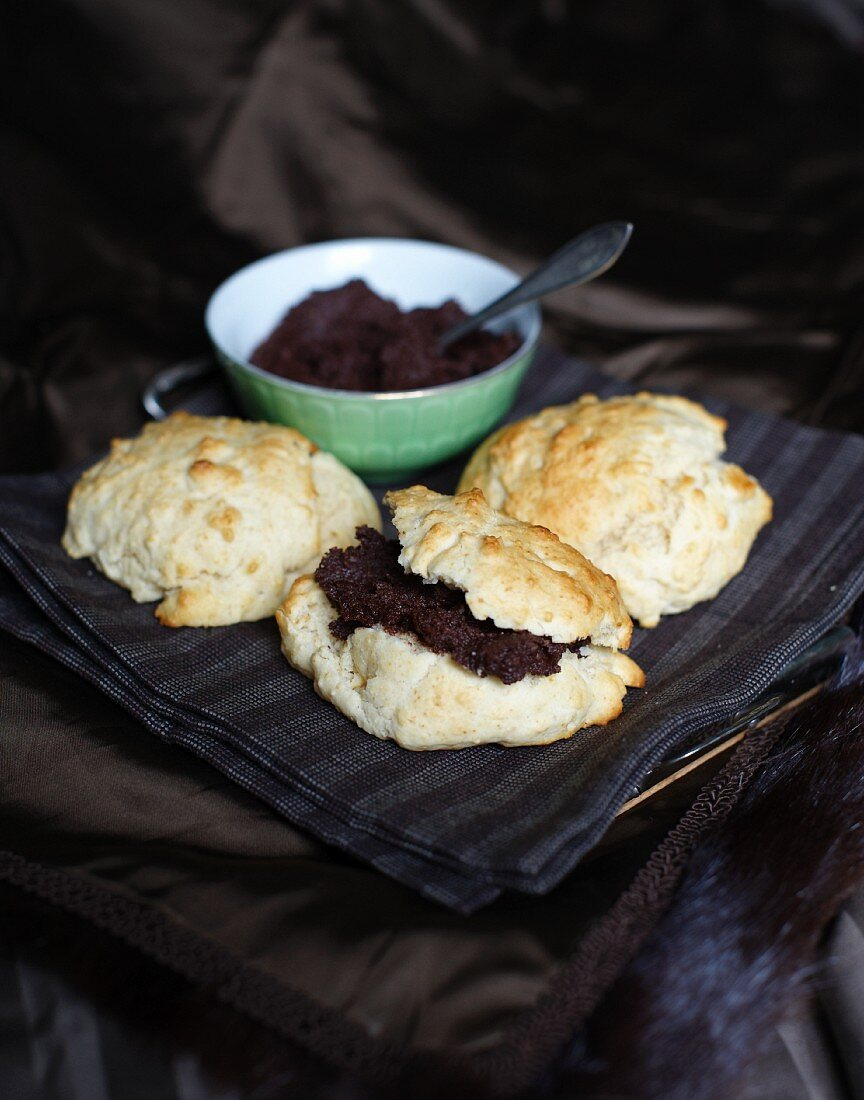 Spelt bread rolls filled with chocolate cream