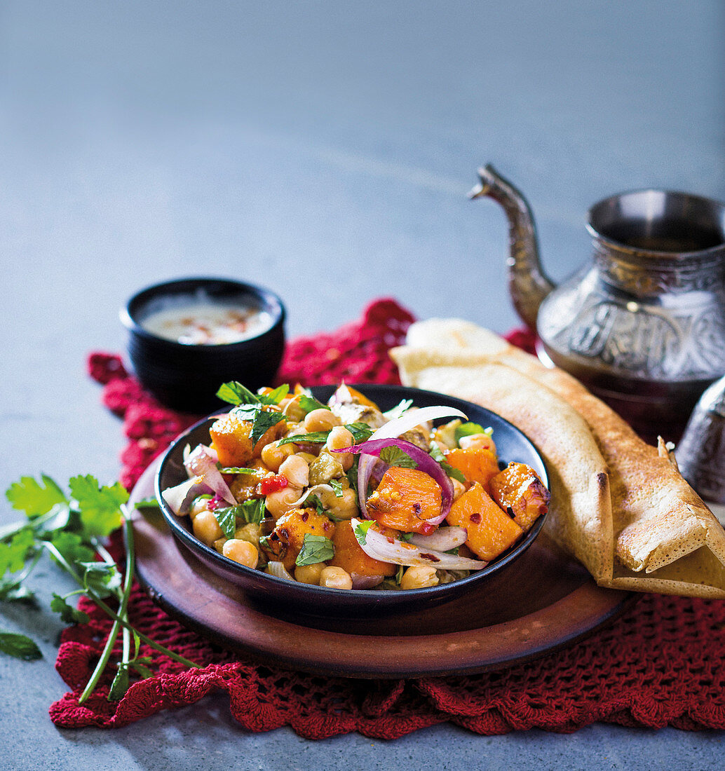 Dosas with chickpeas, pumpkin and red onion (Morocco)