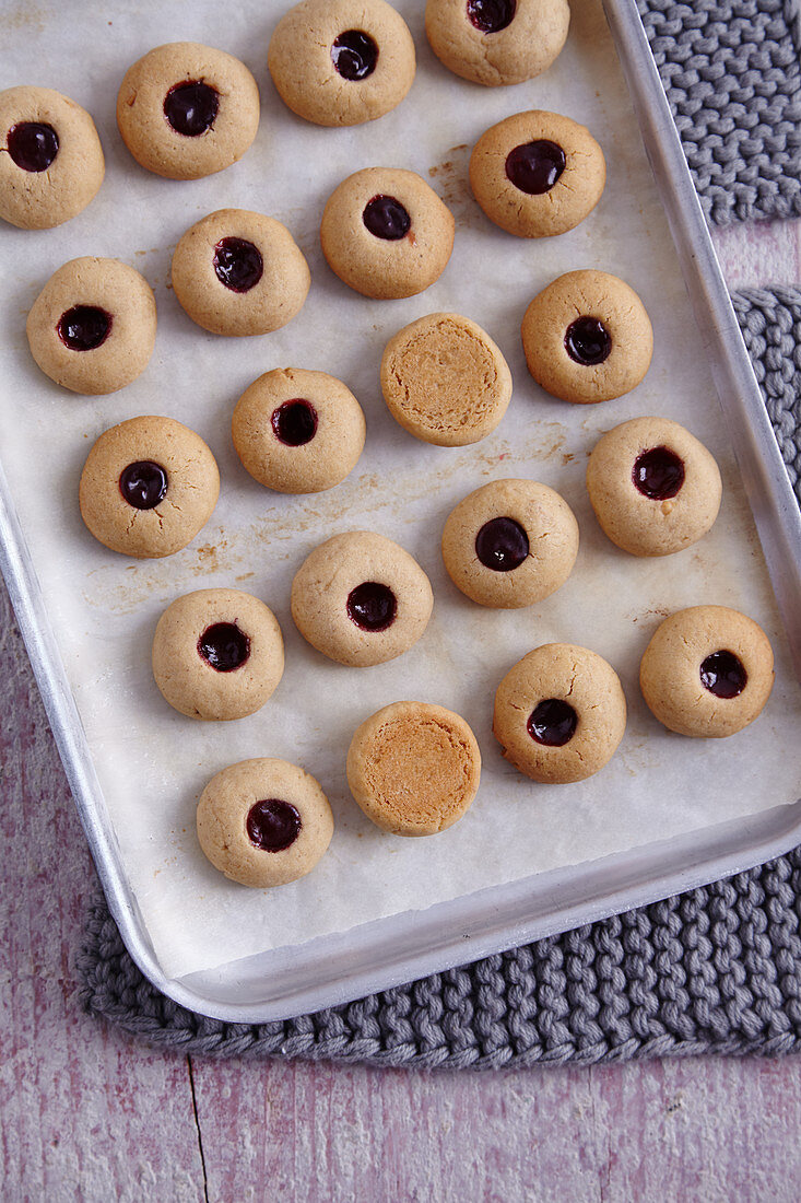 When the underside of the biscuits are brown, they are done