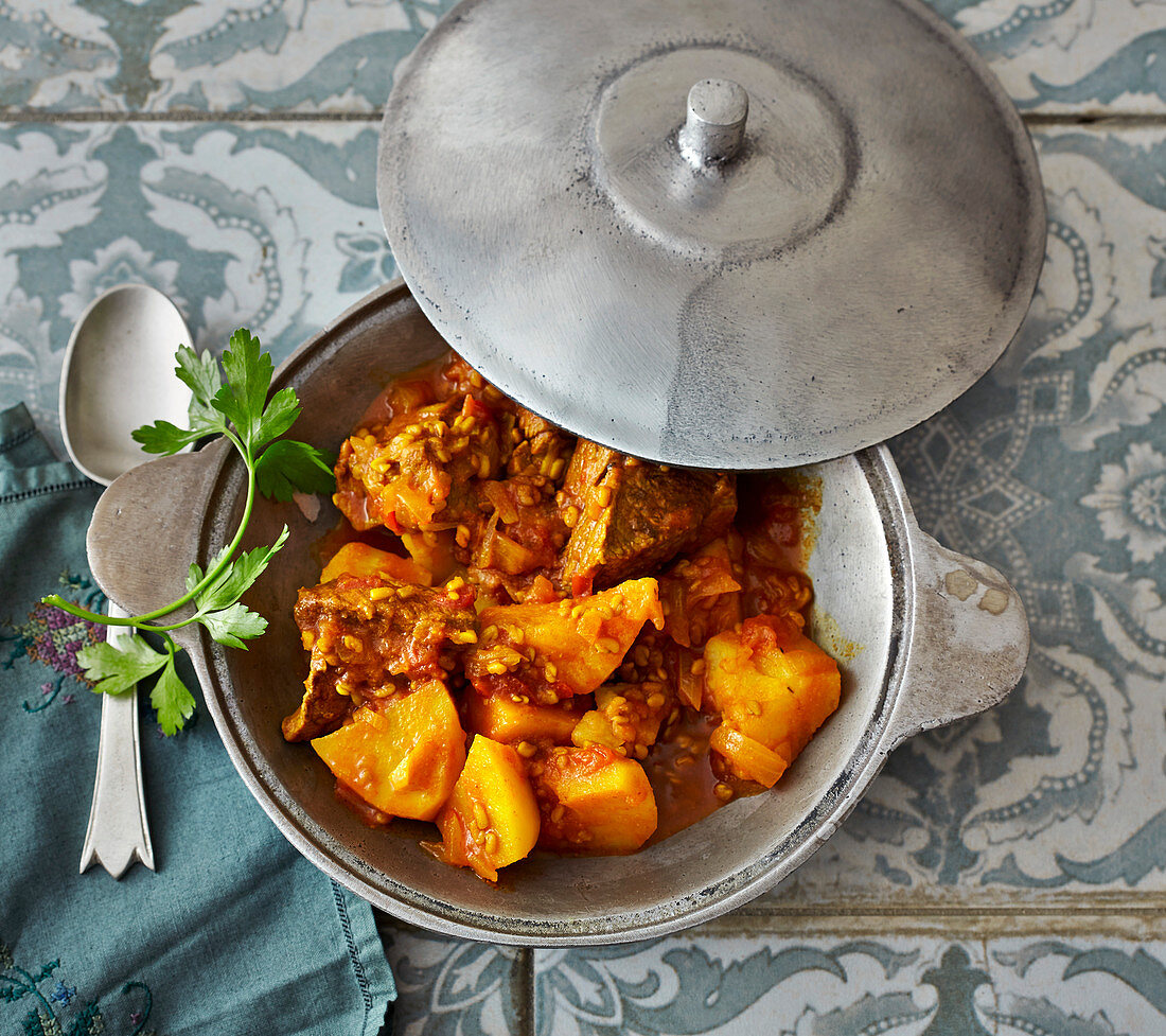 Khoreshte Sib'Samini – Persian potato and fenugreek stew