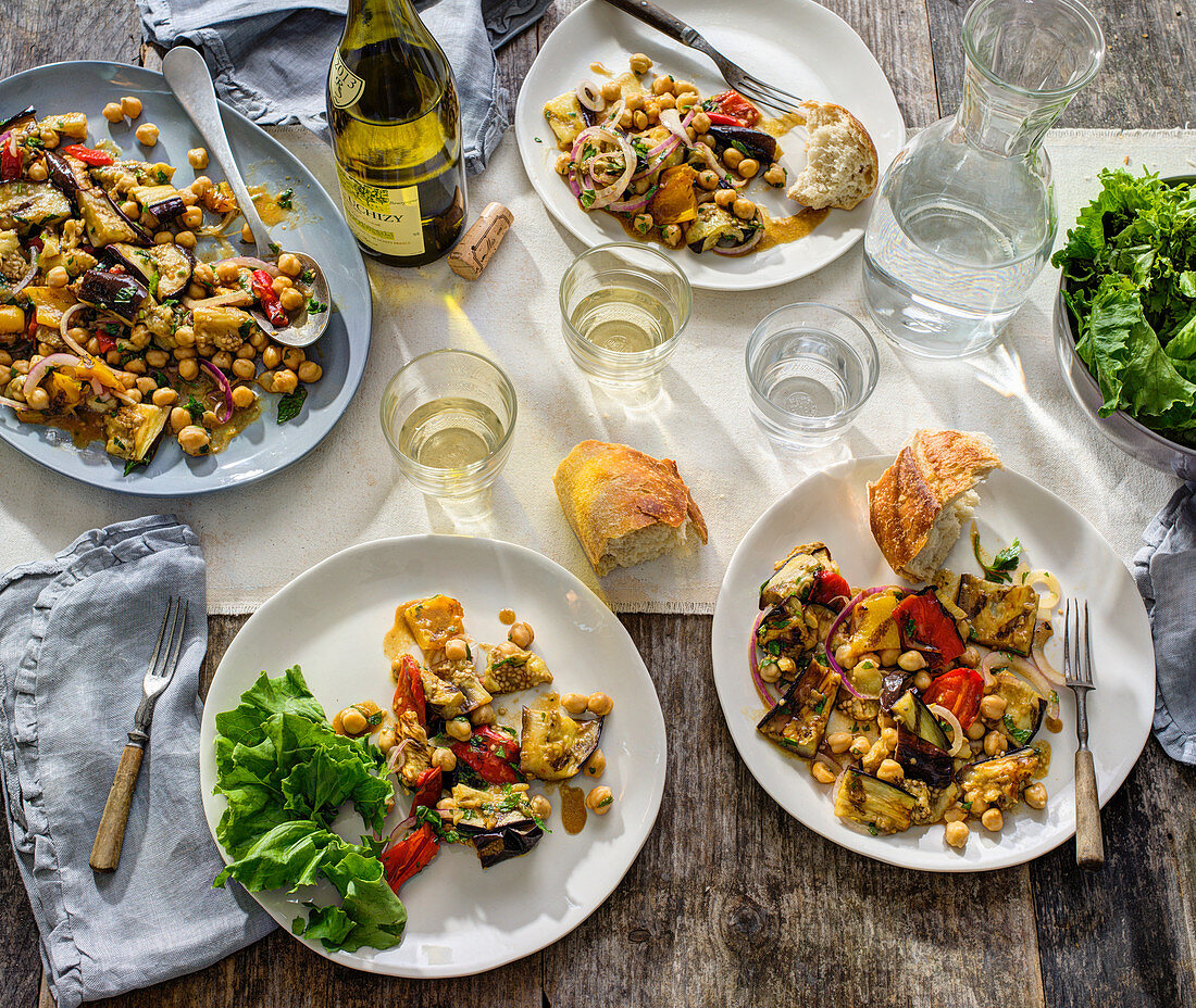 Aubergine with chickpeas, red pepper, onion and baguette