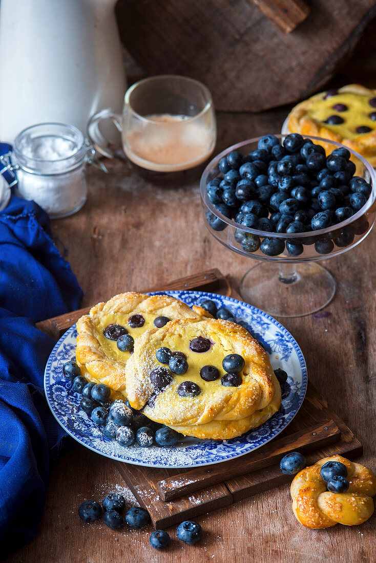 Blueberry buns with a quark filling