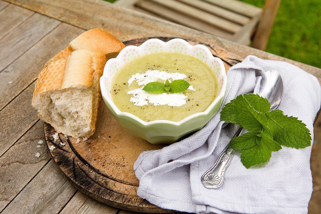 Leek and potato soup with cream, mint and crusty baguette