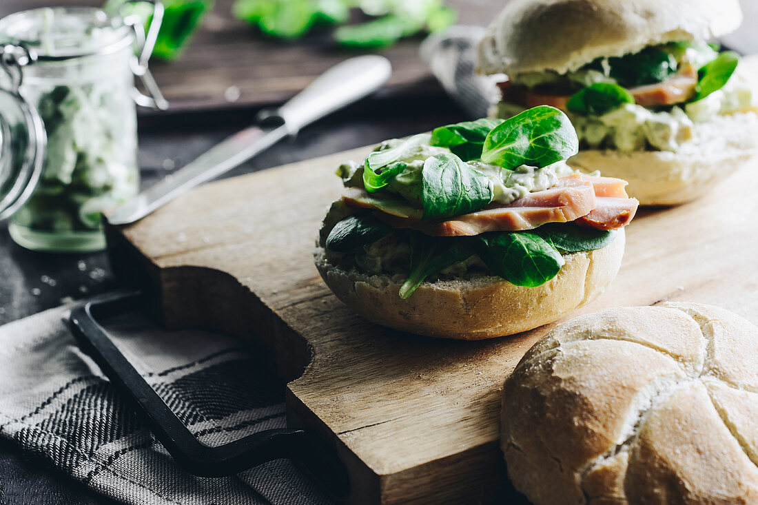 A crusty bread roll with lamb's lettuce, smoked chicken and avocado spread
