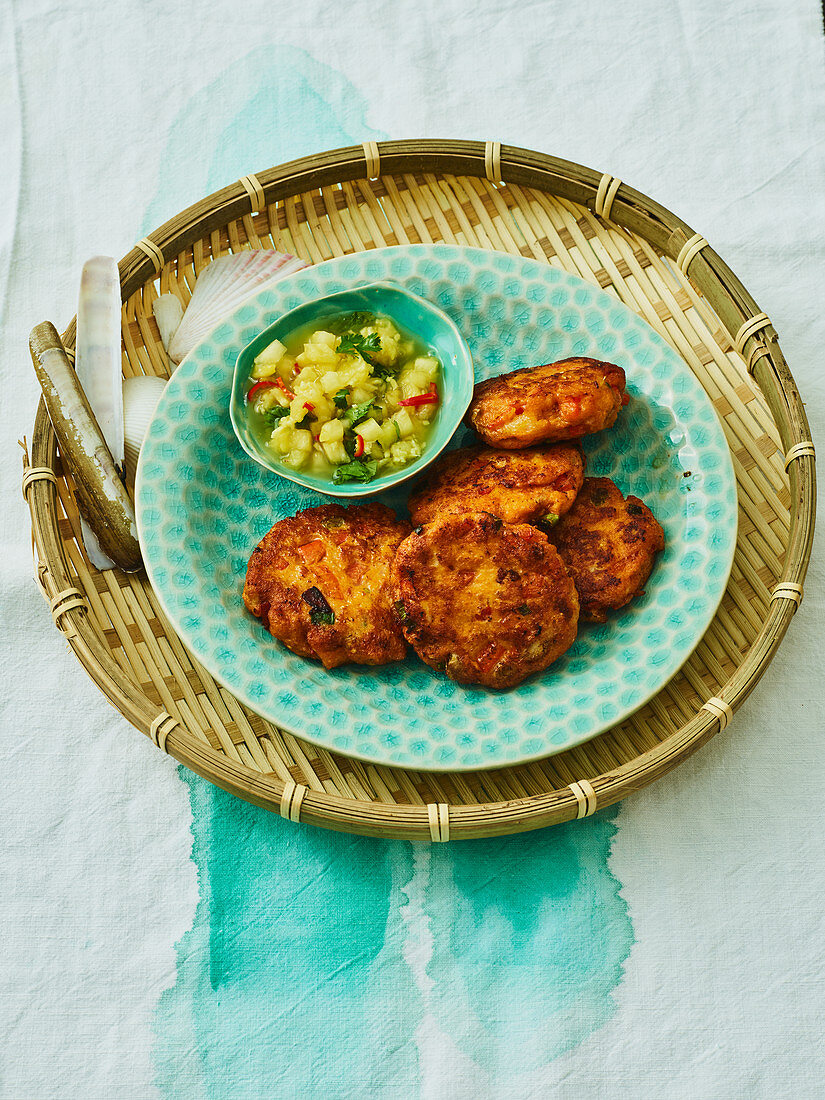Fish cakes with pepper and pineapple salsa (Yap Islands)