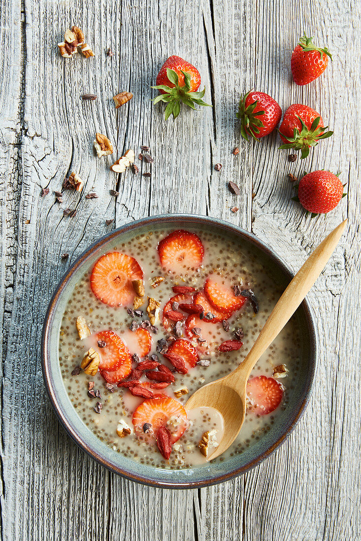 Tiger nut and strawberry soup with coconut and goji berries
