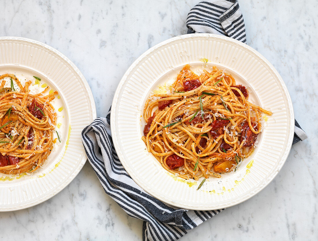 Linguine with tomatoes