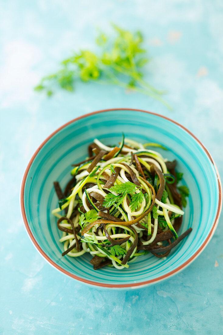 Algae and courgette noodle salad with a chervil vinaigrette (vegan)