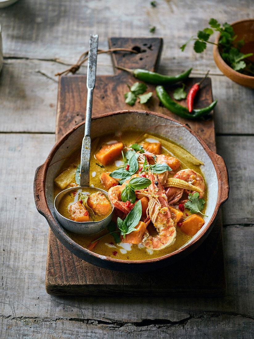 Grünes Curry mit Garnelen und Kürbis