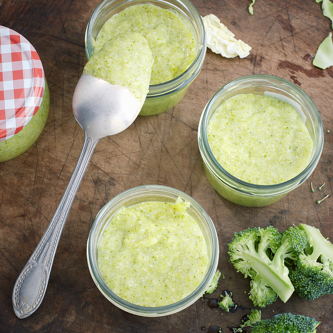 Mild kohlrabi purée with pointed cabbage, potatoes, broccoli and turkey breast