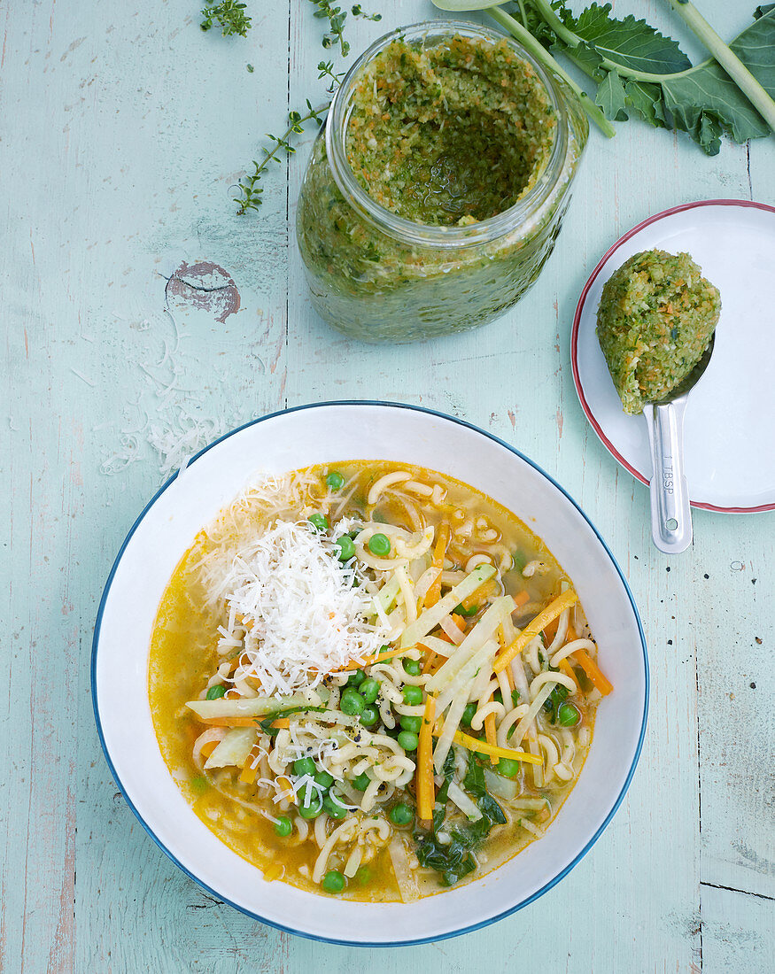 Vegetable noodle soup made from homemade soup paste