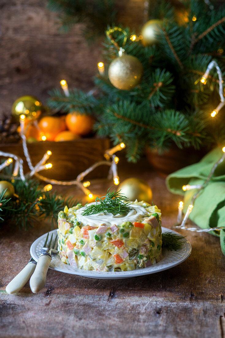 Russischer Gemüsesalat Olivier zu Weihnachten