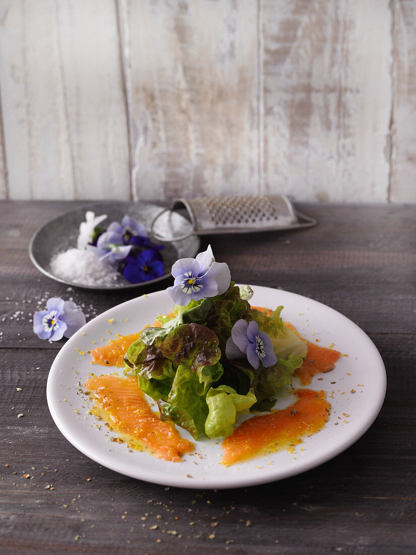 Lake Constance fish carpaccio with salad and spelt bread