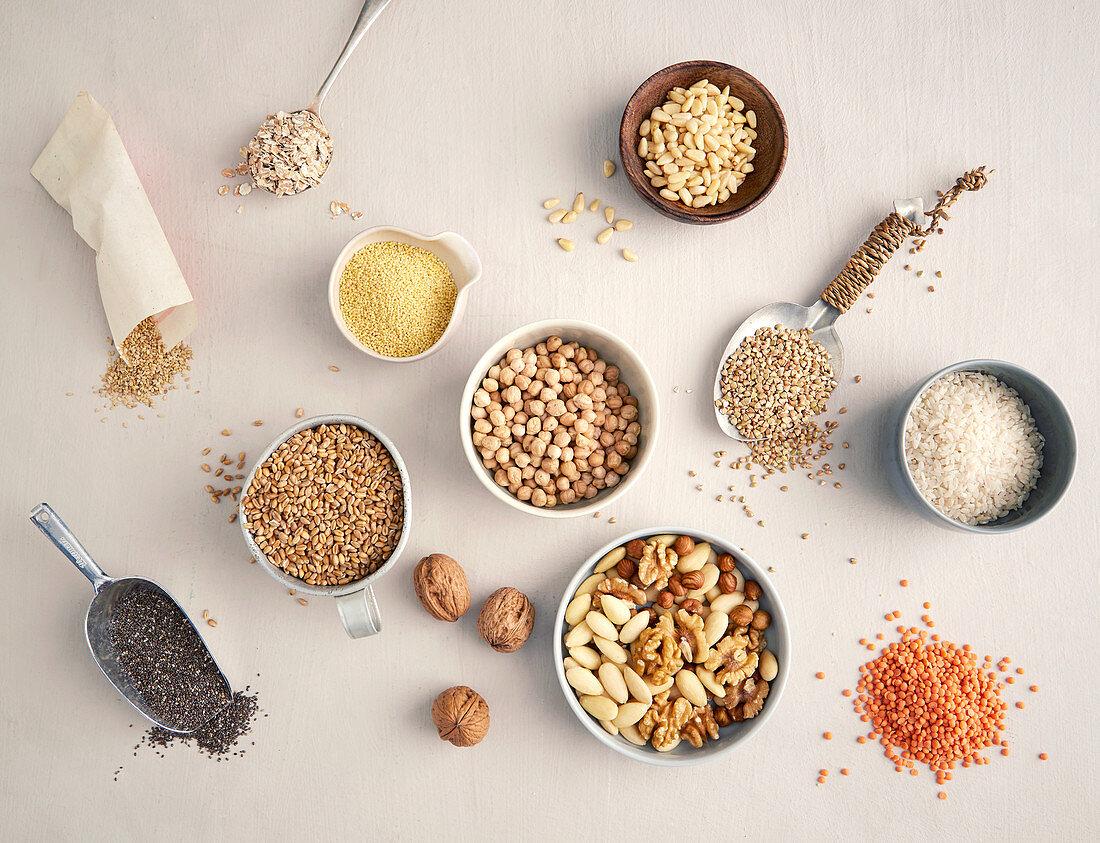 Nüsse, Saaten, Getreide und Hülsenfrüchte