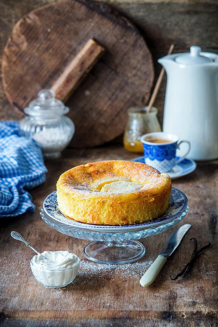 Cheesecake with vanilla, powdered sugar and cream