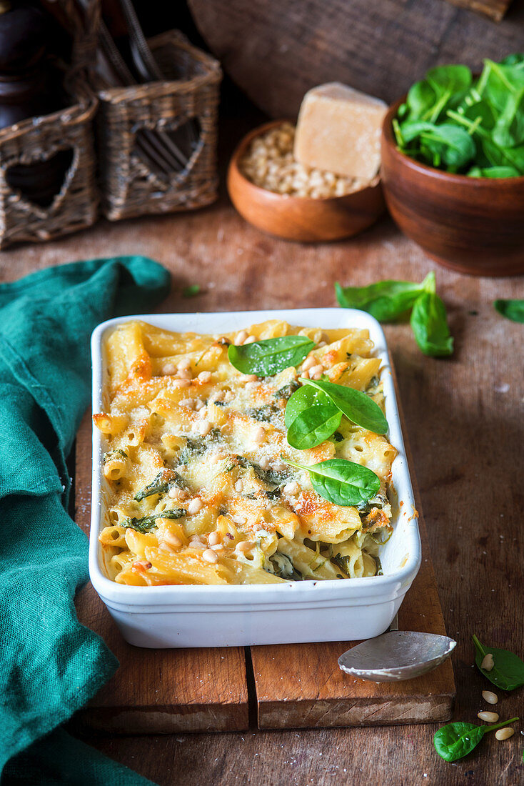 Creamy pasta bake with spinach