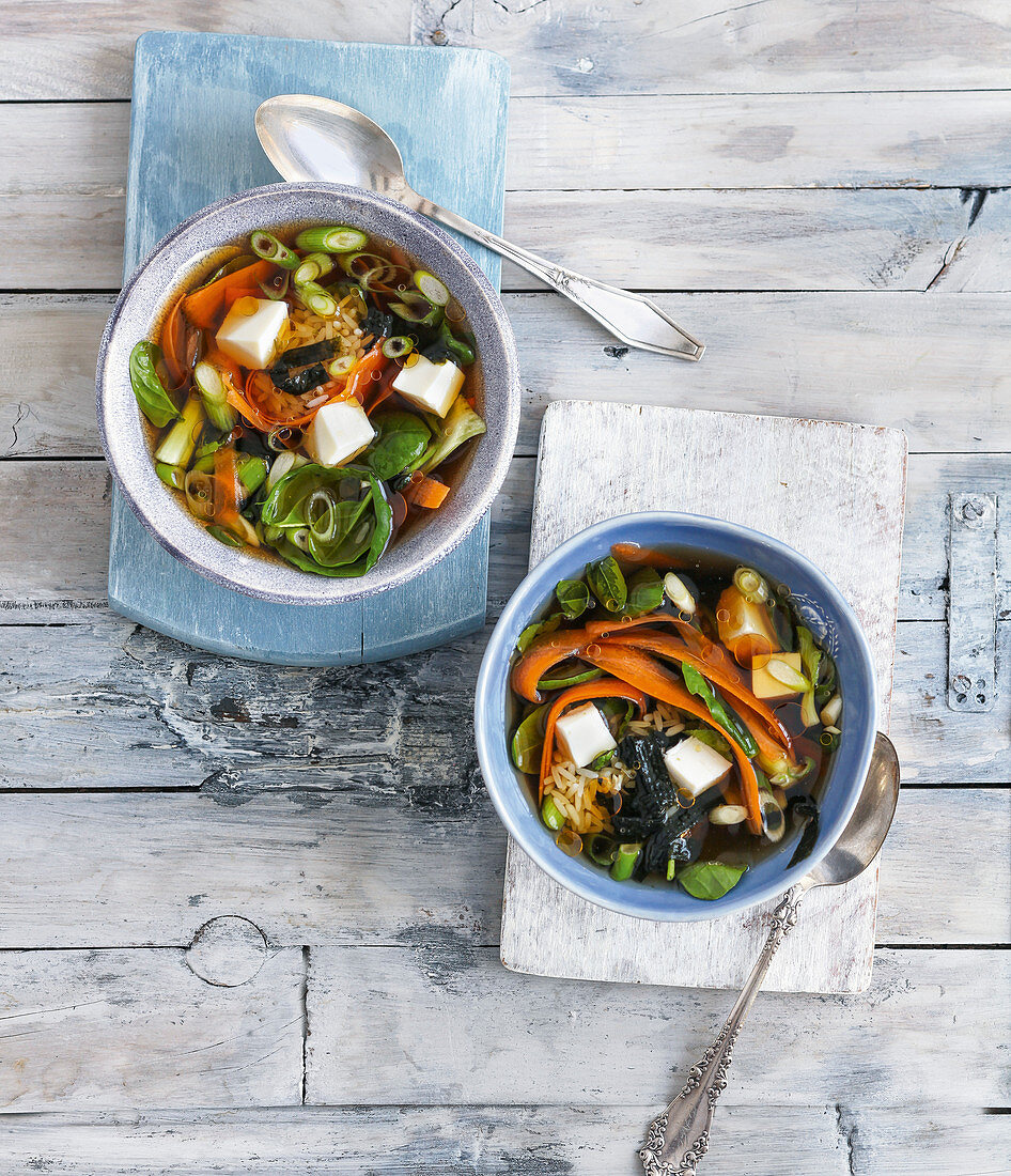 Vegetable broth with nori, rice and tofu