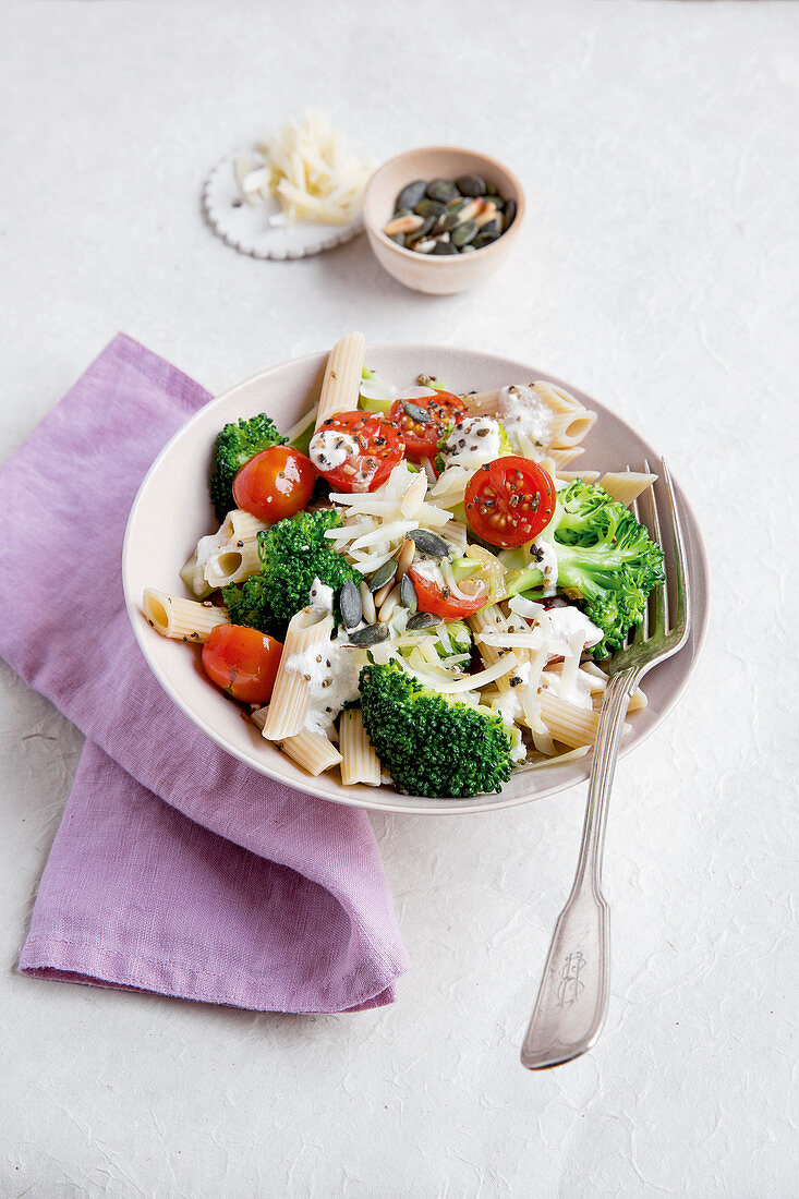 Pasta with broccoli, tomatoes and mixed seeds