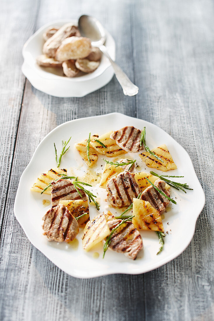 Pork fillet with pineapple