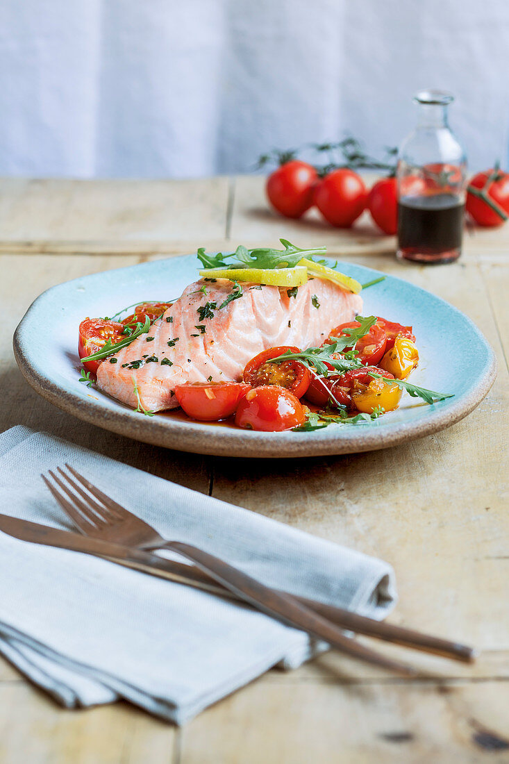 Steamed salmon fillet with balsamic tomatoes
