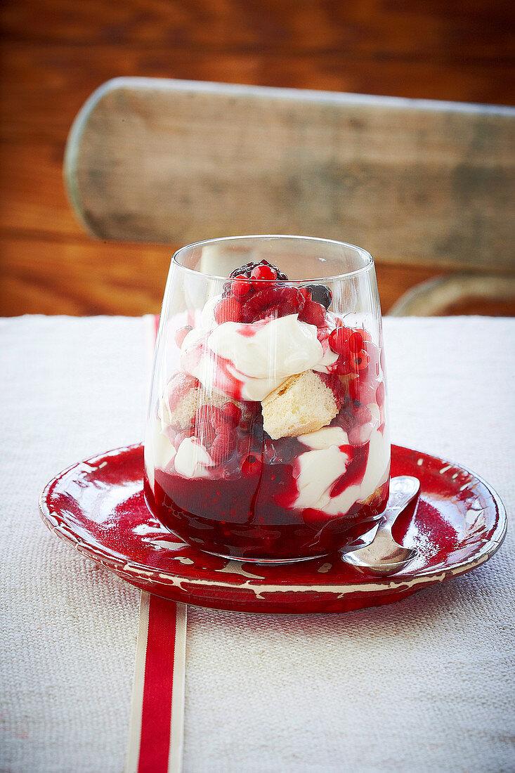 Berry tiramisu sundae