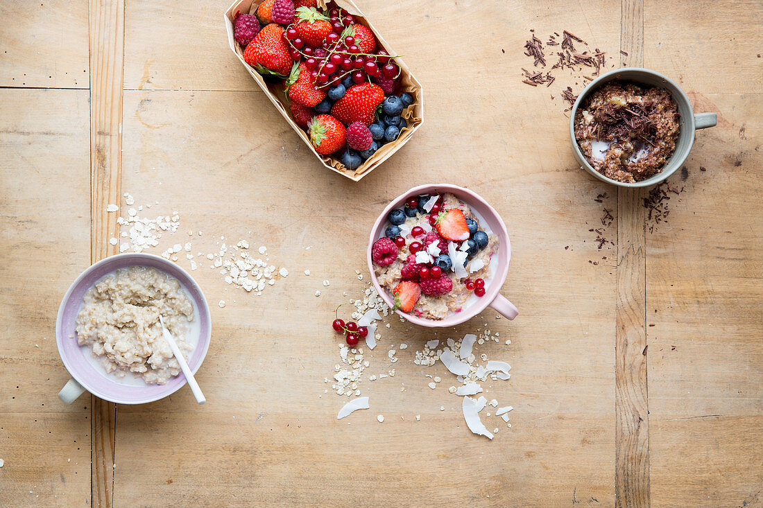 Natural porridge with berries and coconut, and with chocolate and bananas