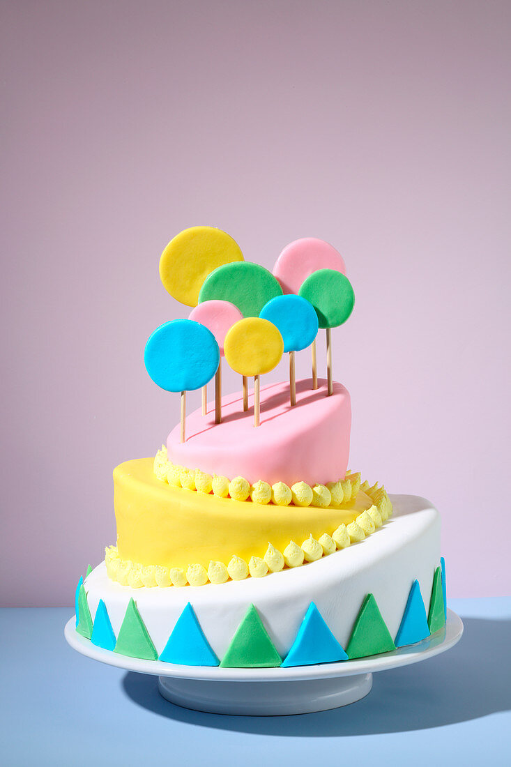 Topsy turvy cake (trend from the 2010s)