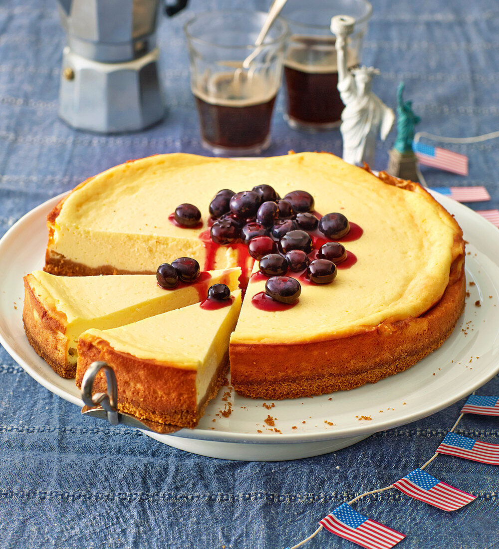 New York cheesecake with blueberry compote