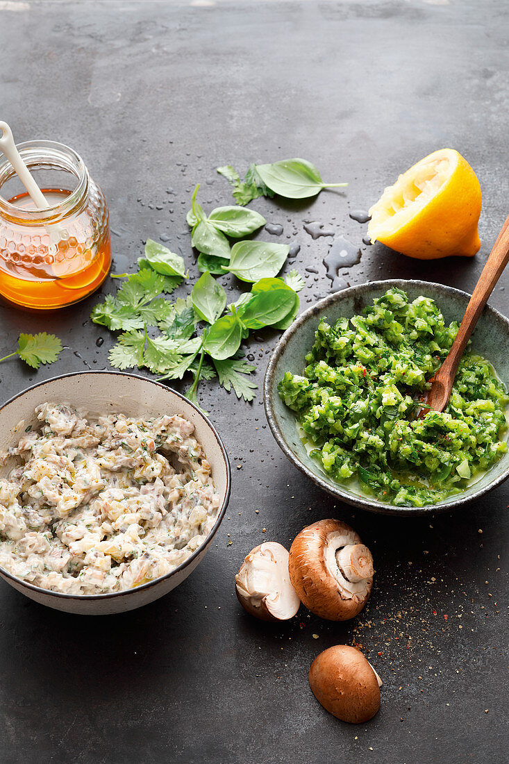 Green salsa and mushroom cream