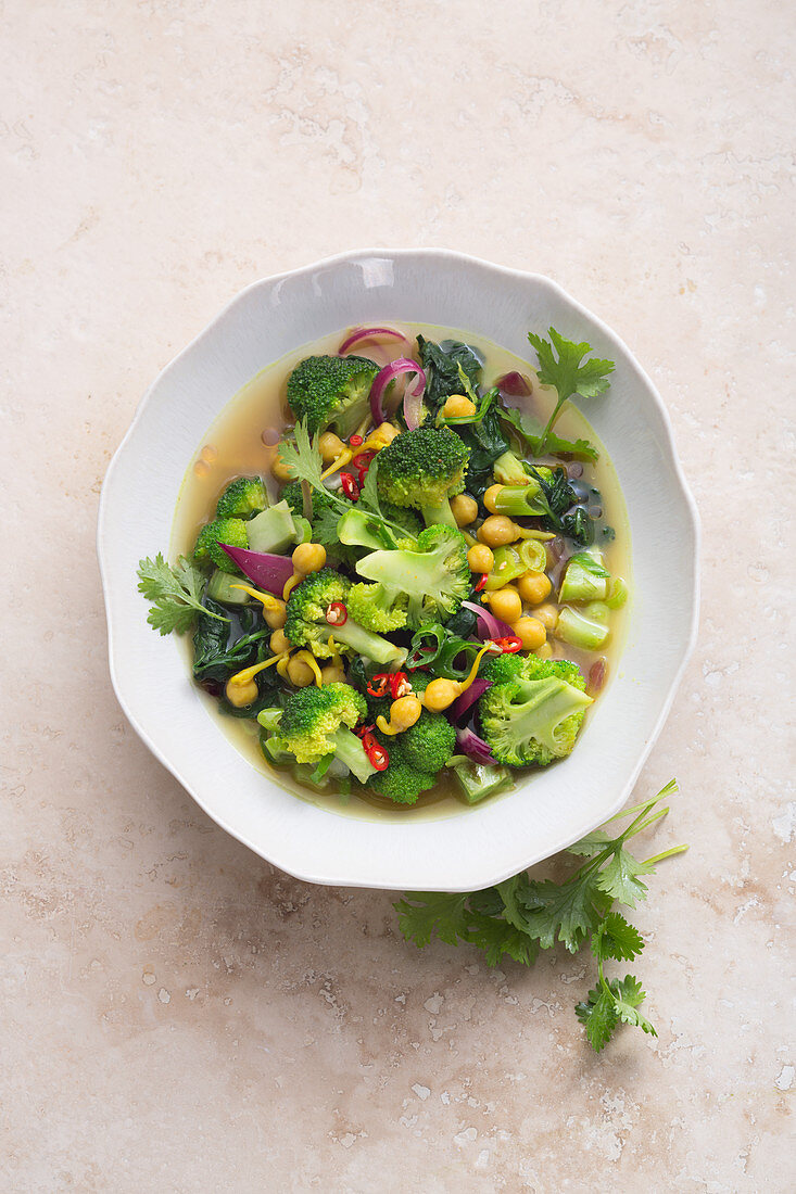 Broccoli, spinach and chickpeas in a turmeric broth