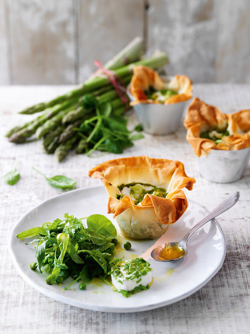 Filo pastry tartlets with goat's cheese and a herb salad
