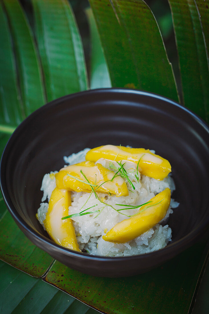 Sticky coconut rice with fresh mango
