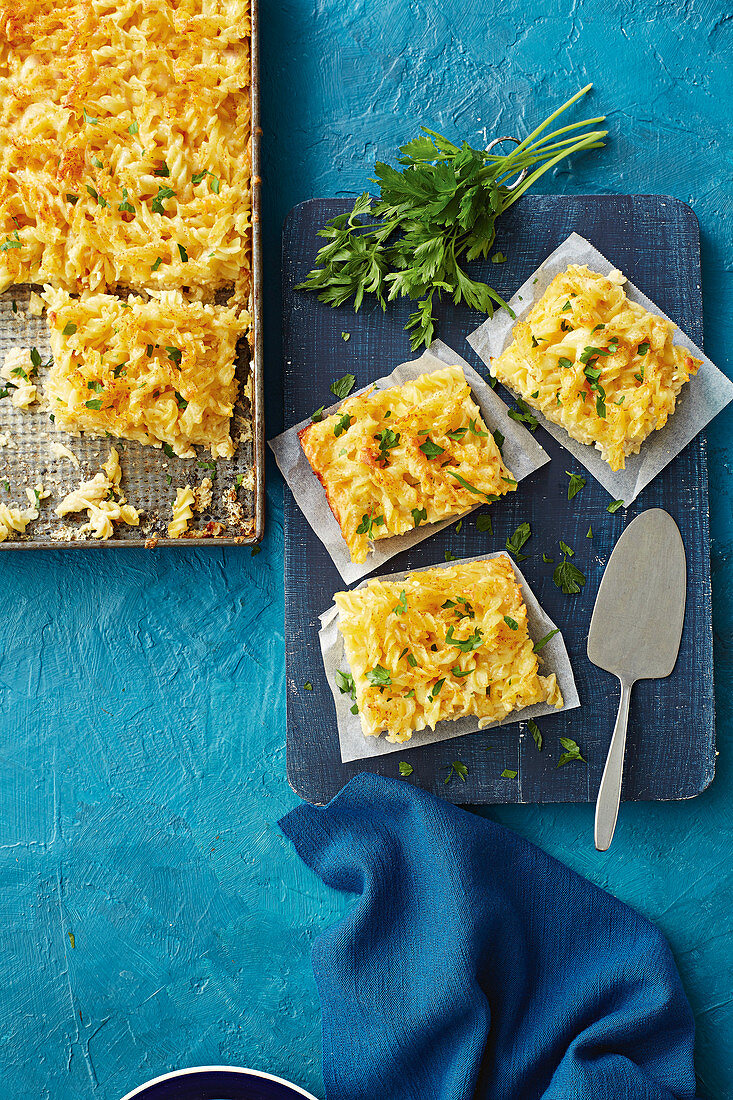 Super-crunchy mac and cheese slice