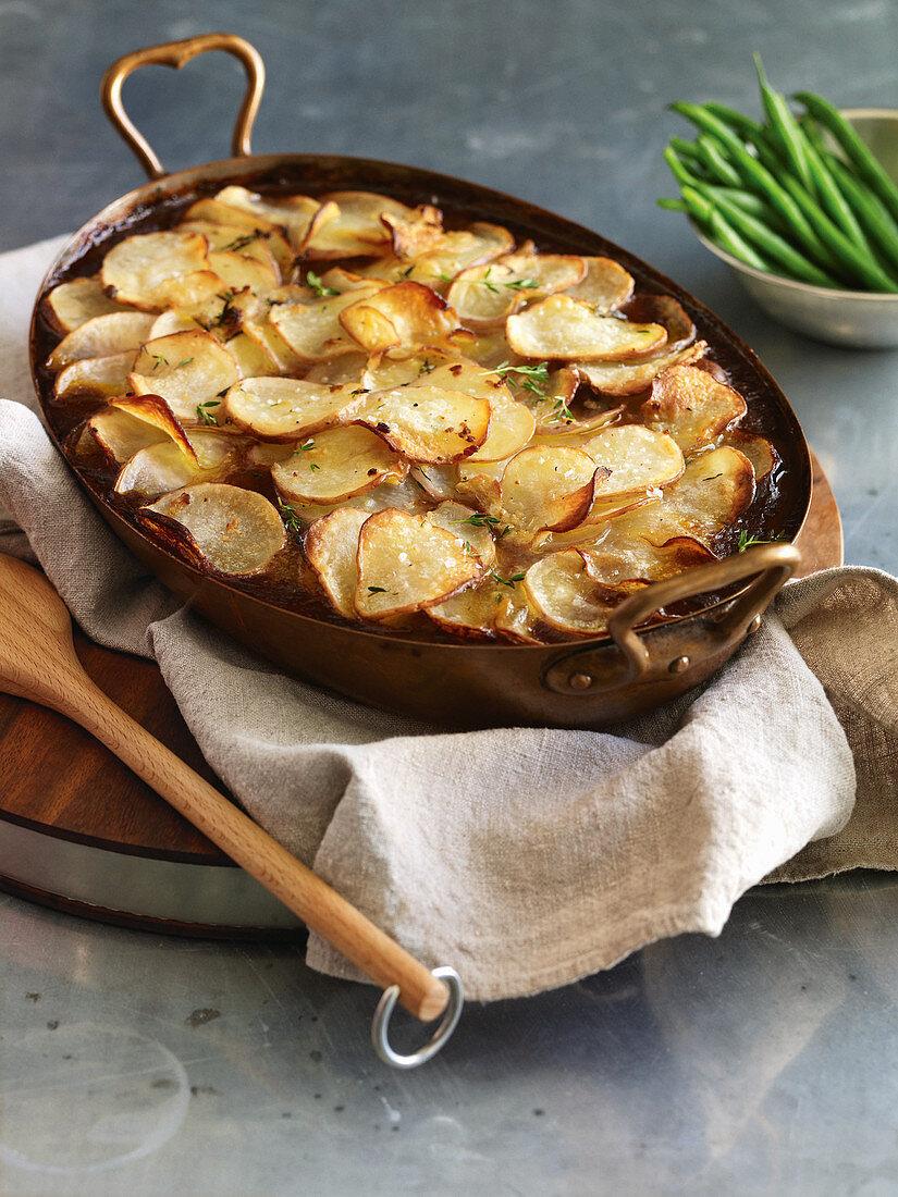 Rindfleisch-Speck-Auflauf mit knusprigem Kartoffelbelag