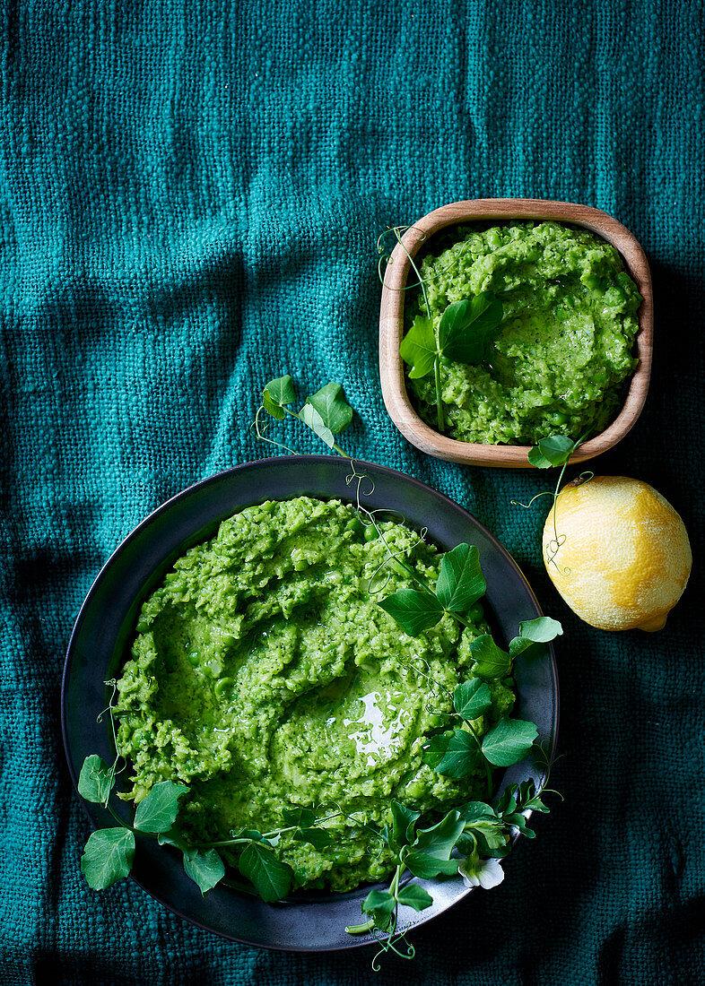 Brokkoli-Erbsen-Püree mit Zitrone und Pfefferminze