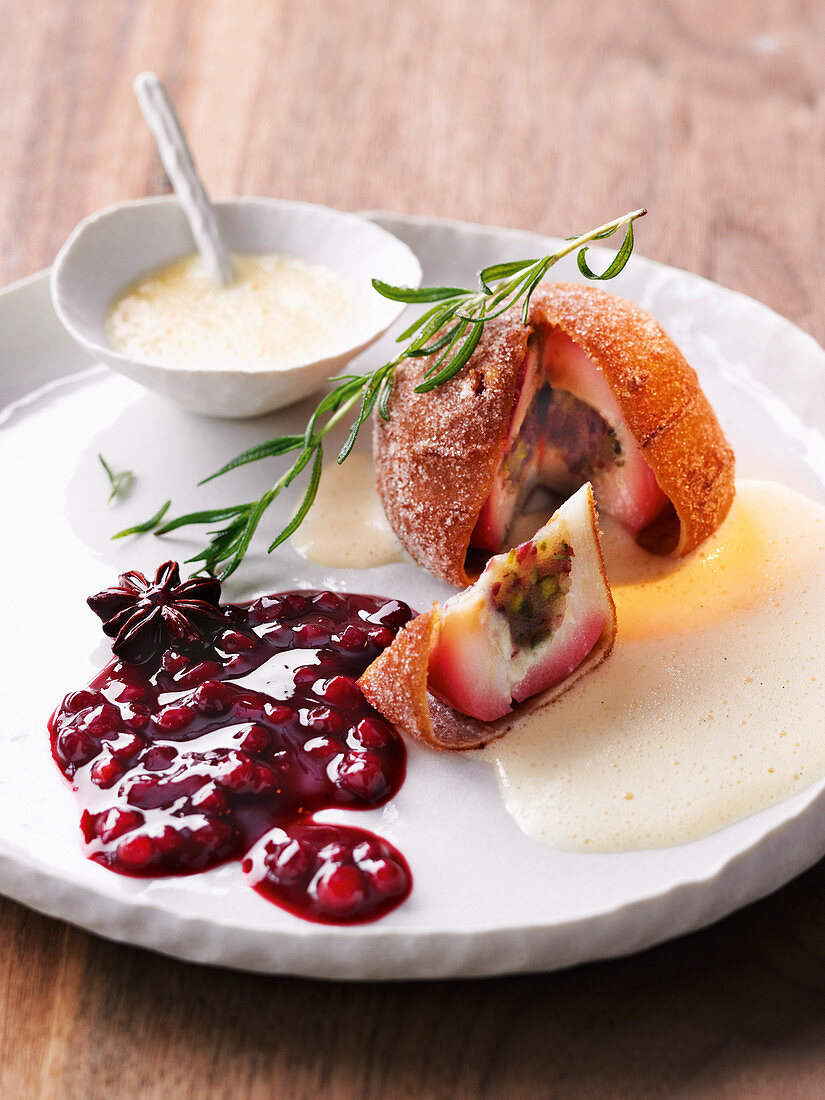 A baked Christmas apple with a lingonberry and red wine ragout