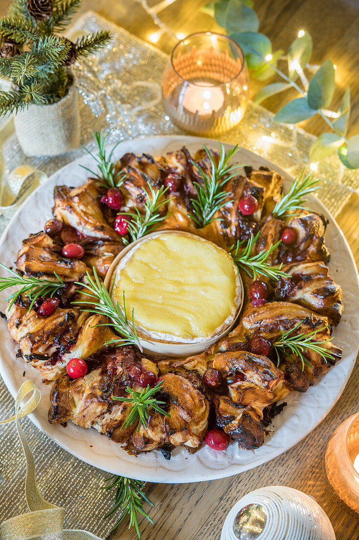 Cranberry marmalade Puff Pastry wreath with fondant Camembert