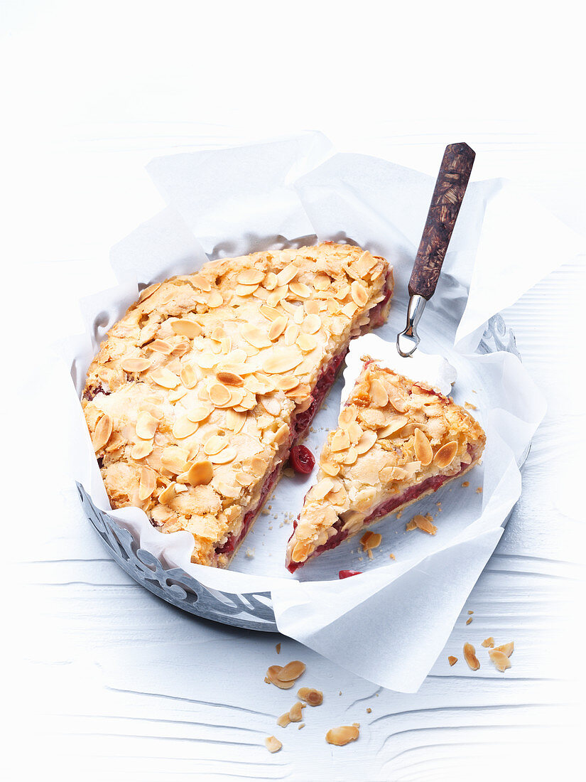 Cherry cake with a crunchy almond crust