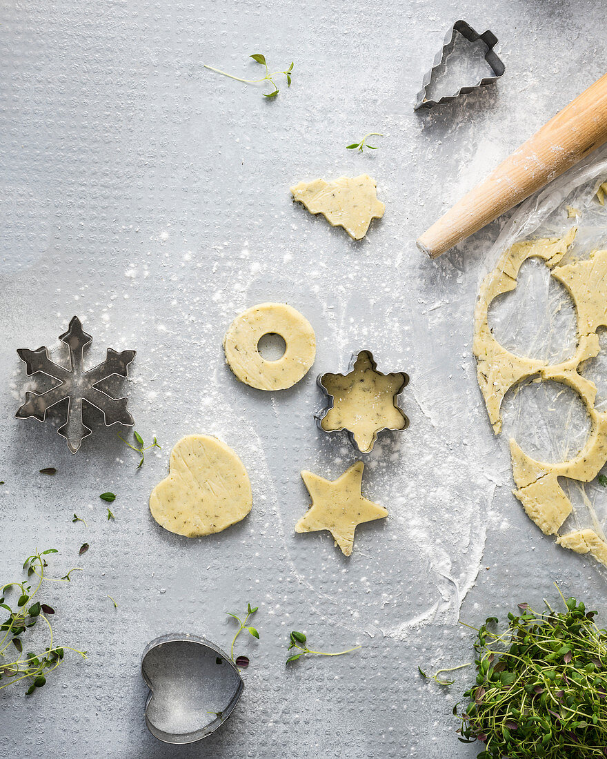 Almond dough cookies with tapioca and thyme